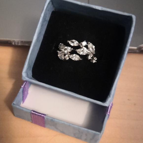 Jewelry - Open cubic zirconia silver ring